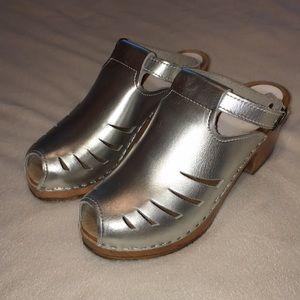 Sven Original silver metallic clogs mules sandals